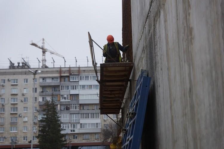 Сначала жильцы жаловались на шум и пыль от стройки, но сейчас все вопросы удалось решить