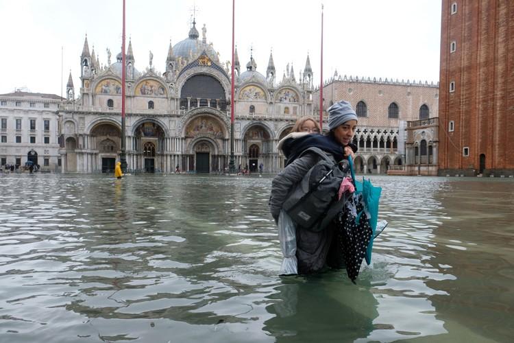Знаменитая Площадь Святого Марка в Венеции оказалась подтоплена на рекордные 70 сантиметров
