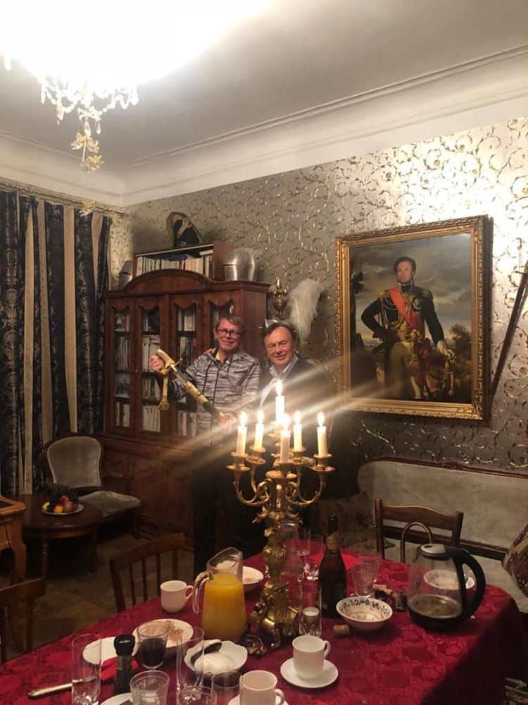 Ужин был при свечах Фото: Михаил БУГАЕВ