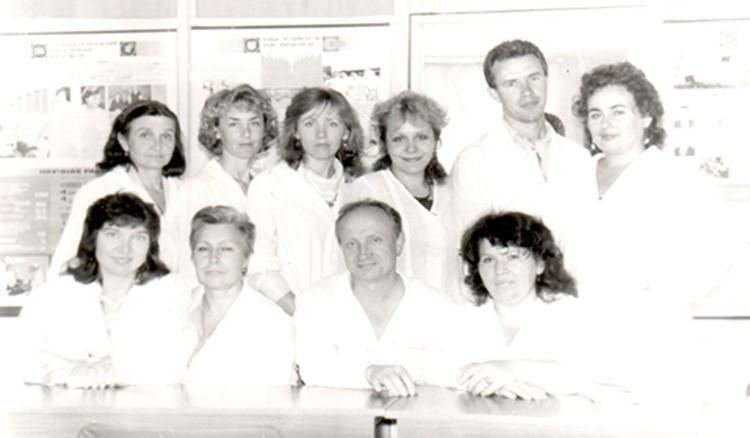 Виктор Петрович Звягин со своими учениками. Выпуск 1991 года.