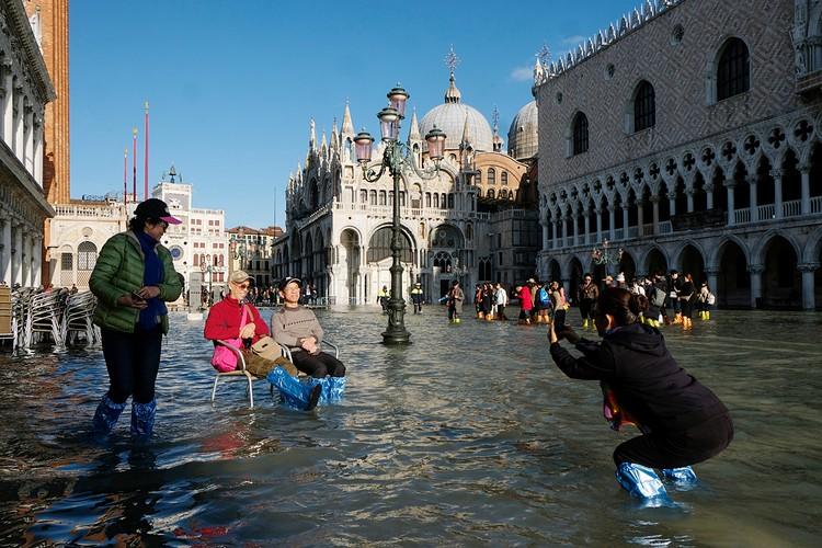 """Особенность венецианской """"высокой воды"""" в том, что она зависит от приливов и отливов"""