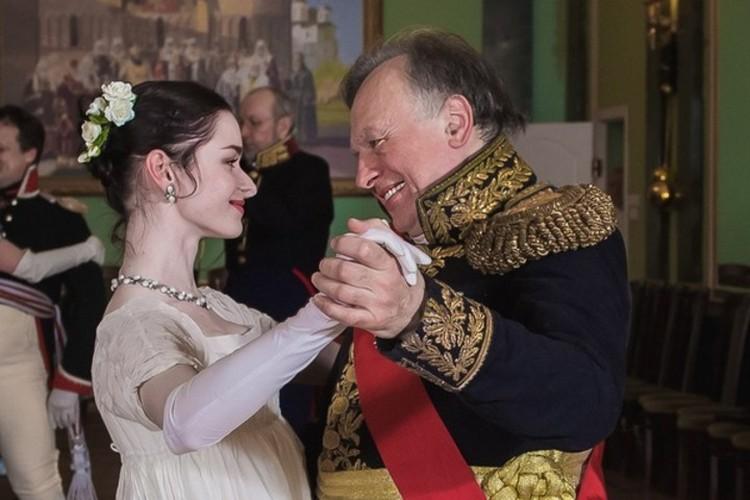С Олегом Соколовым Настя часто появлялась на костюмированных балах. Фото: СПбГУ