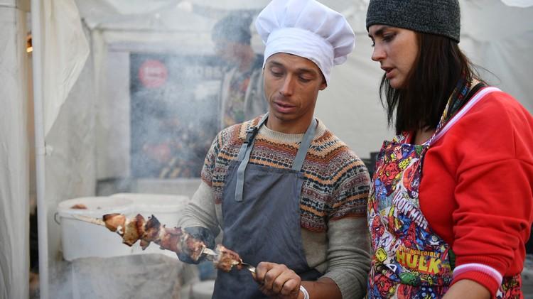 На фестивалях представлен не только алкоголь, но и местная еда. Фото: пресс-служба Минкурортов РК