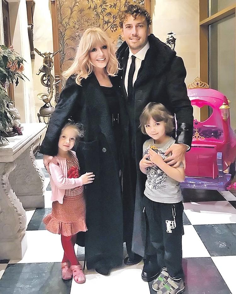 Алла Борисовна решила, что Гарри и Лиза не должны видеть ее с сигаретой. Максим Галкин тоже одобрил решение супруги. Фото: instagram.com/maxgalkinru