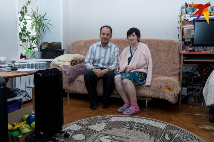 Супруги Козины - инвалиды 3 группы по слуху. С 13 марта 2019 года они вынуждены жить в холоде
