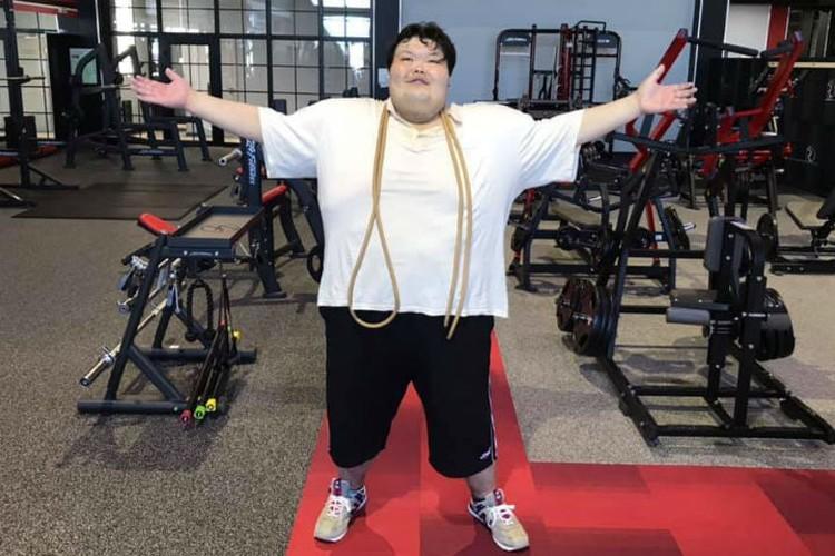 Анатолий почти каждый день занимается в спортзале, чтобы скинуть вес. Фото: соцсети
