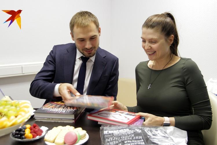 Антон Шипулин и шеф-редактор сайта kp.ru Олеся Носова