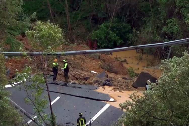 В Италии из-за дождей обвалился мост