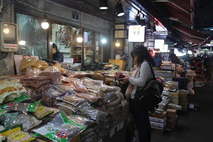 Южная Корея все-таки Азия. А какая Азия без таких рынков