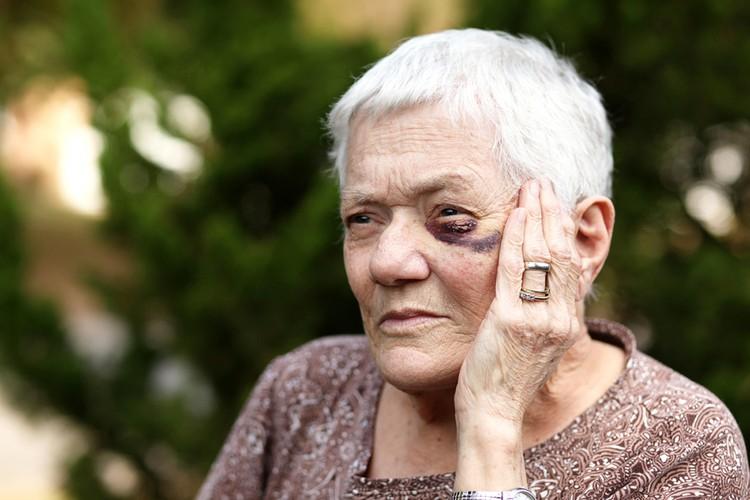 Старики не хотят обращаться в полицию