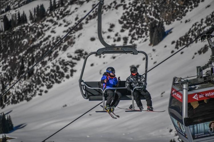 На горнолыжных курортах работают подъемники!