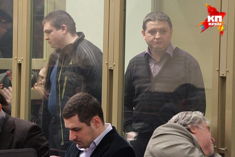 Сергей Цапок (слева) и Вячеслав Цеповяз в зале суда