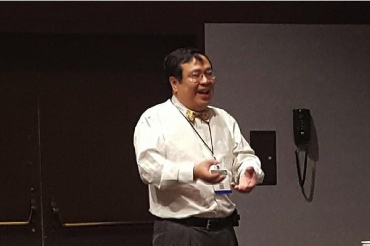 Профессор Фонг объявил о предстоящих испытаниях вируса, убивающего раковые клетки.