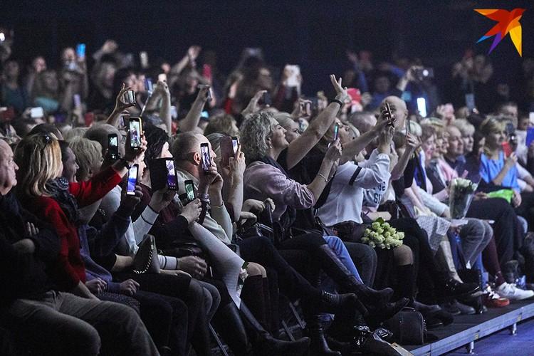 Публика вскакивала со своих мест с первых аккордов музыки
