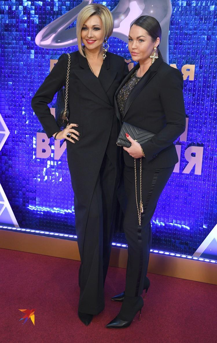 Анжелика Агурбаш (слева)
