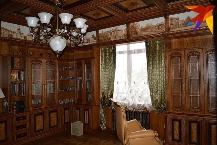 Вот такой личный кабинет был у Васильева дома