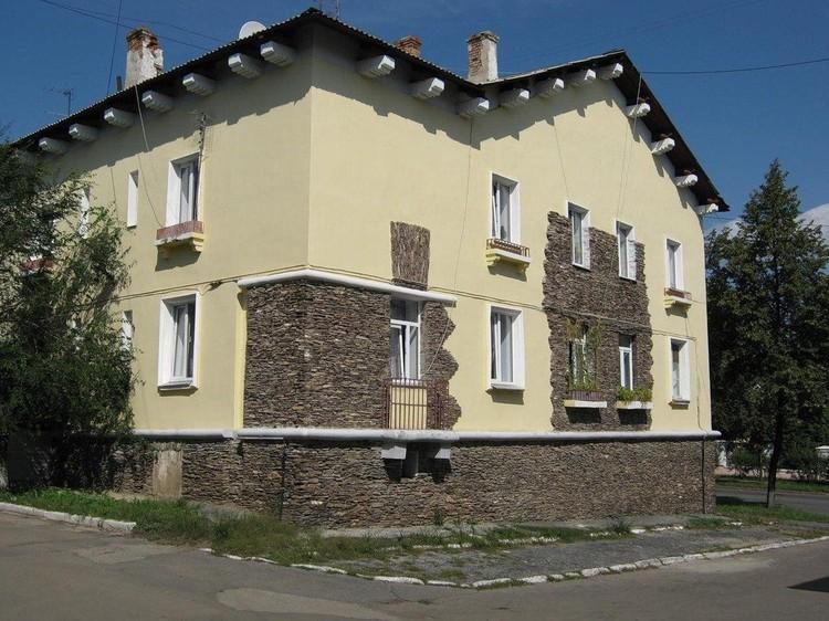Вот в таком доме в Магнитогорске живет семья Евгения Тефтелева. Фото: pochel.ru