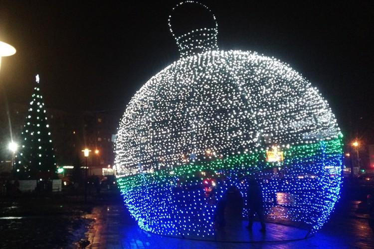 Гигантский шар на площади Советской