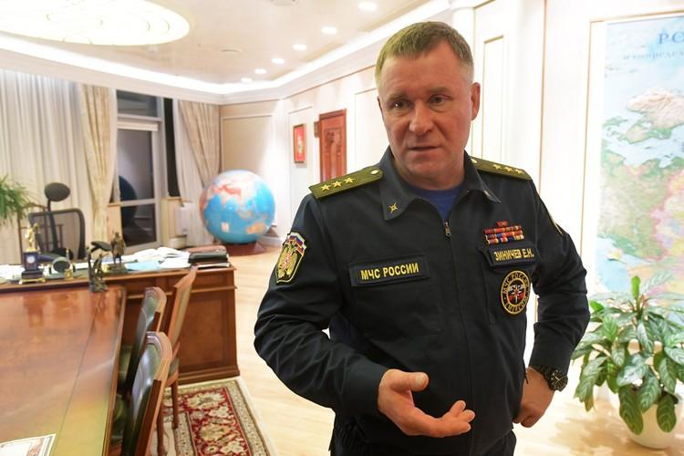 Глава МЧС Евгений Зиничев в своем кабинете.
