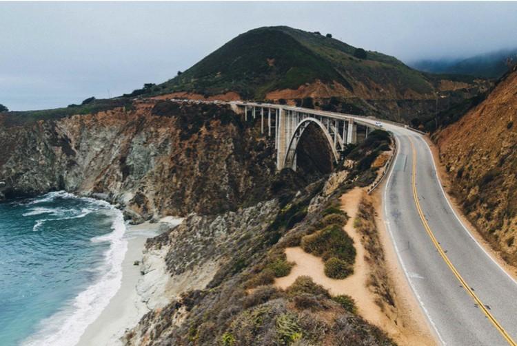 По побережью Калифорнии проходит живописная дорога