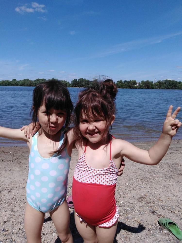 Девочки долгое время думали, что они родные. Фото: личный архив.