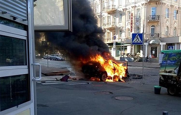 Фото с места взрыва автомобиля с Шереметом