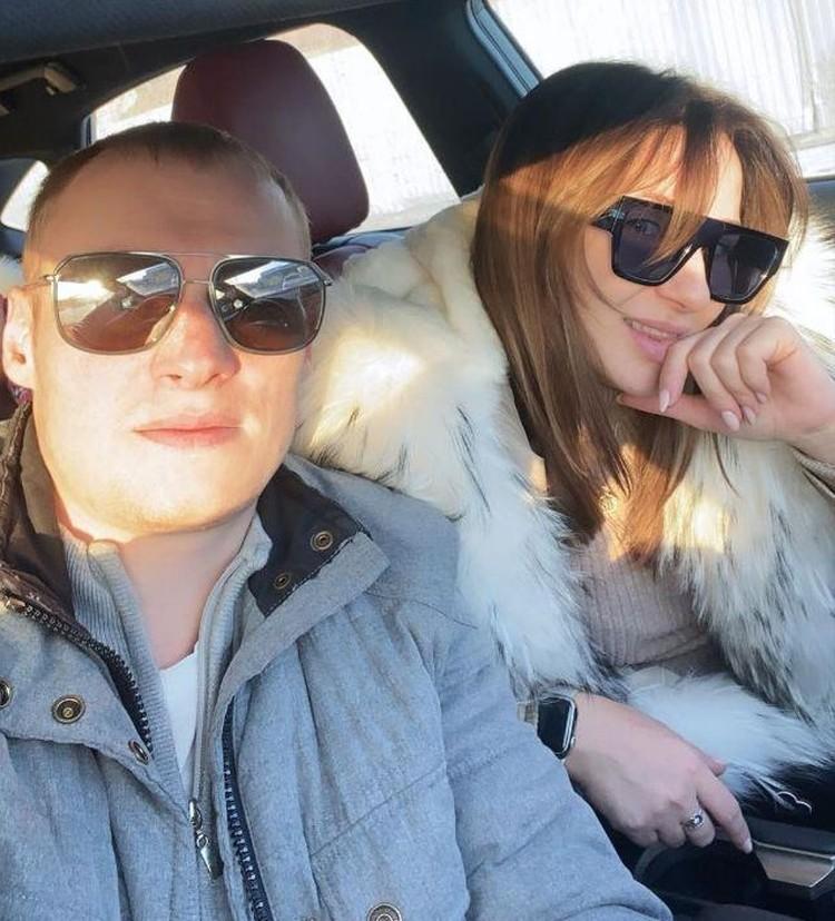 Илья Захаров сейчас наслаждается отдыхом и разъезжает по гостям с супругой. Фото соцсетей