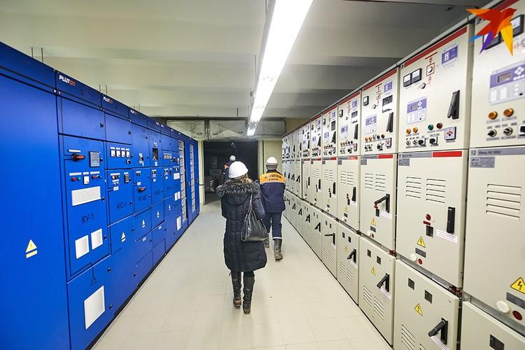 Огромная электрическая подстанция, от которой распределяются все электрические потоки станции.