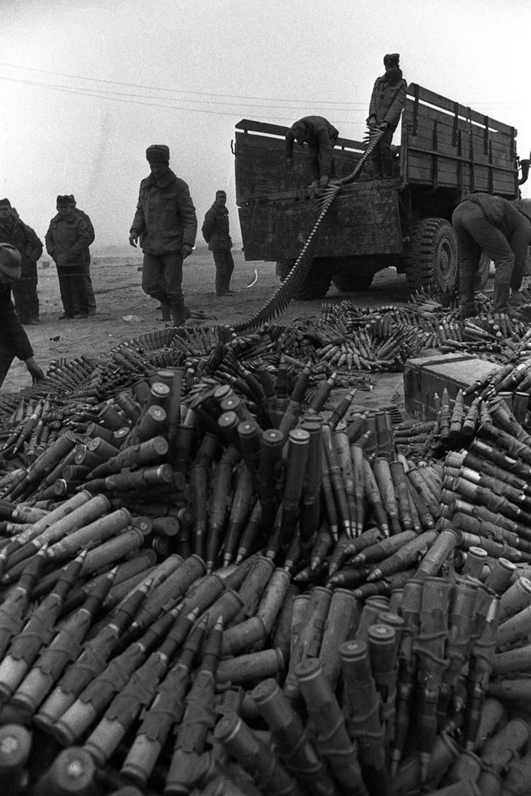 Хайратон. Последний лагерь советских войск за день до окончания вывода из Афганистана. Фото: Виктор Хабаров/ZERKALO