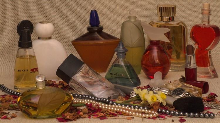Весь фирменный парфюм должен иметь номерной знак, нанесенный на дно флакона. Фото andreas N с сайта Pixabay.com