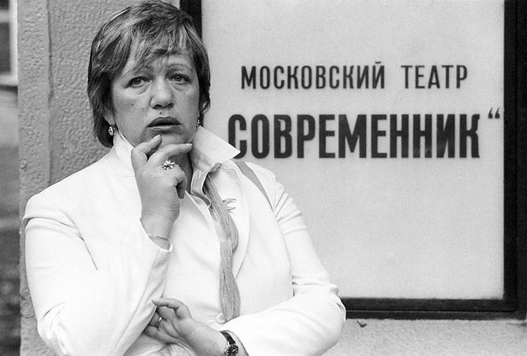 В начале 70-ых актеры уговорили Волчек возглавить театр. Именно уговорили, поначалу она категорически сопротивлялась
