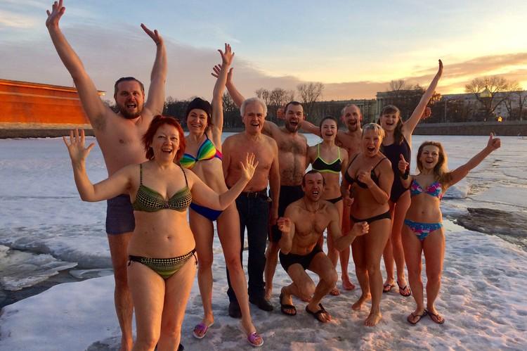 Пару лет назад Валентин Федорович нашел для себя новую «группу в полосатых купальниках».