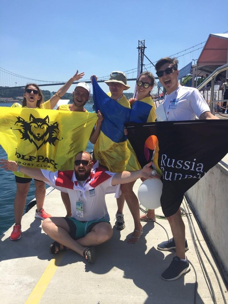 Слева направо: ребята из Киева, единственный участник из Грузии и Рома