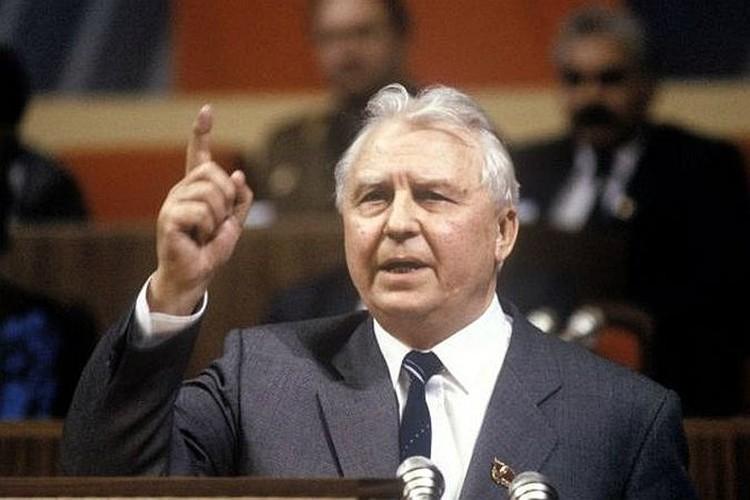 Егор Лигачев бросает Борису Ельцину свою крылатую фразу: «Борис, ты не прав!»