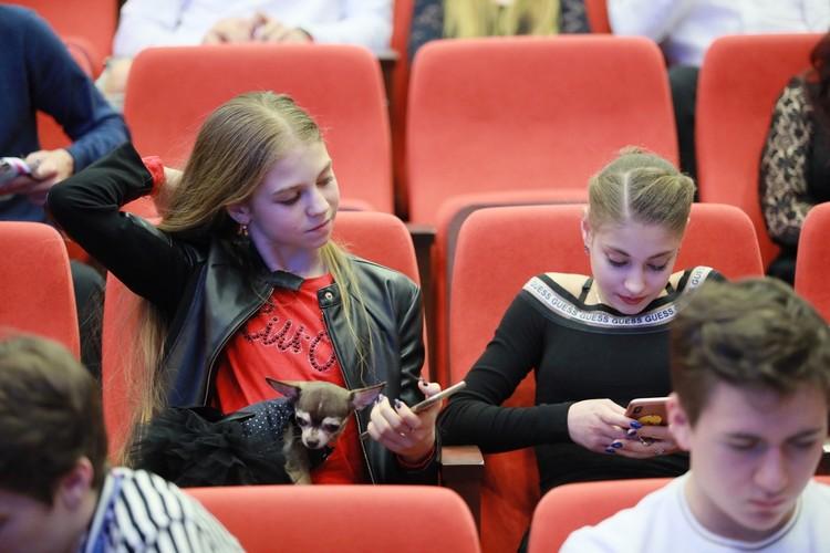Александра Трусова и Алена Косторная на жеребьевке