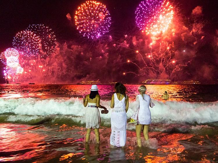 Бразильцы встречают Новый год в белом