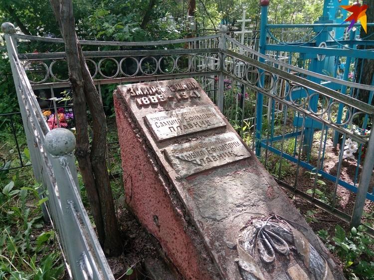 Так выглядит могила Змитрока Бядули в Уральске. Фото предоставил Александр Сапега