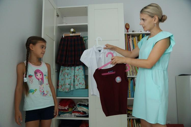 Ставшие маленькими кофты и блузки всегда можно отдать нуждающимся.