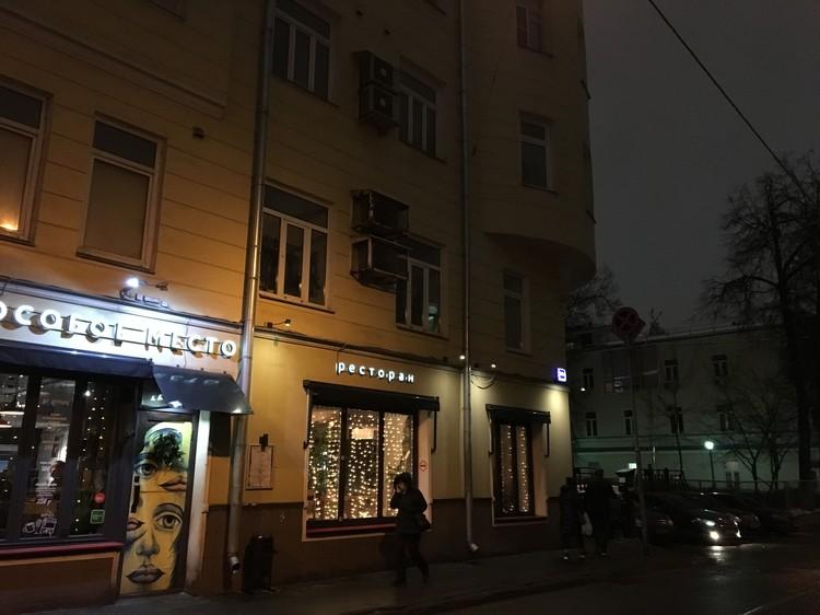 По одной из версий Ксения Пунтус могла случайно выпасть из окна квартиры Бакова