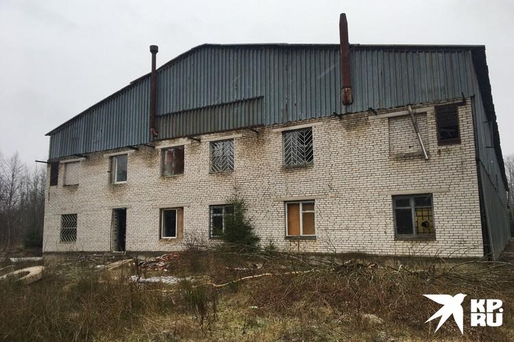 Ангар преступники купили в собственность за 400 тысяч рублей.