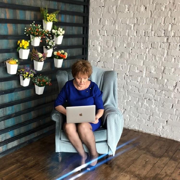 Сейчас женщина зарабатывает сразу несколько пенсий на советах начинающим. Фото: личный архив.