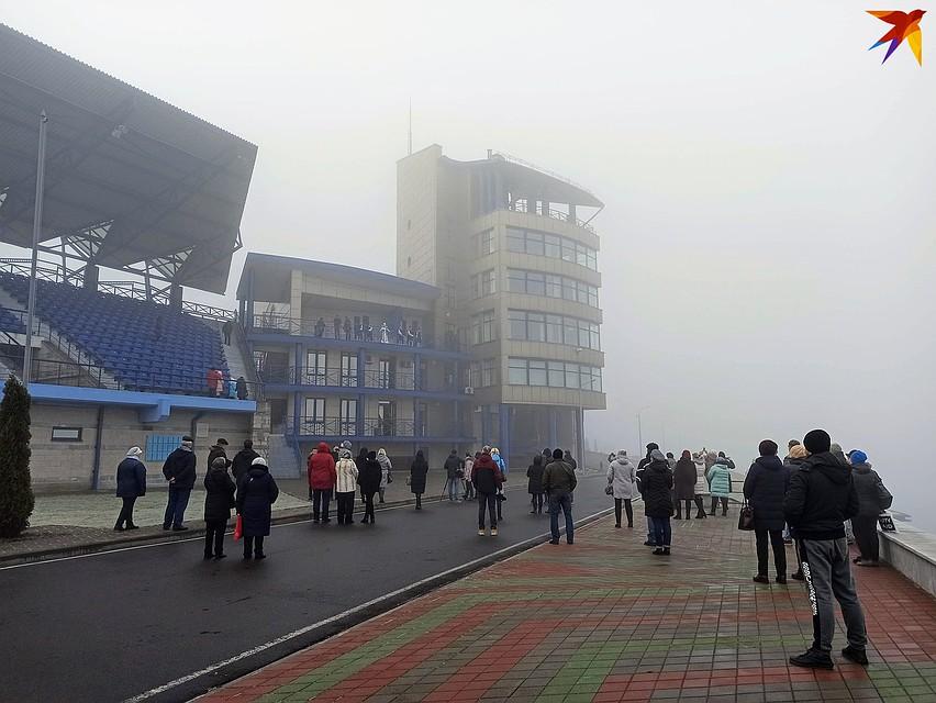 В день «премьеры» в Бресте был такой туман, что трубу на вышке не было видно - зато хорошо слышно! Фото: Оксана БРОВАЧ