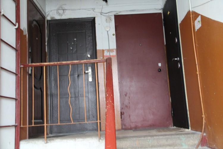 Квартира, где живет семья, чья поездка в поезде попала на скандальное видео, живет в квартире крайней справа.
