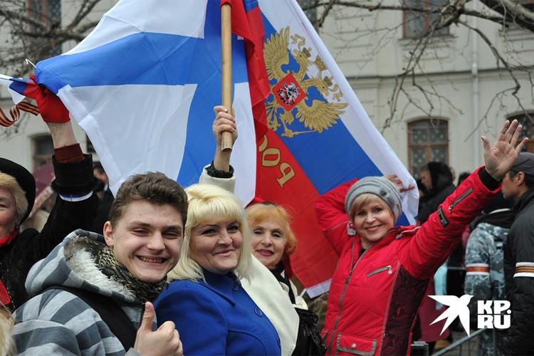 Март 2014 года, участники митинга в Севастополе, посвященного историческим решениям Верховного Совета Крыма и Городского Совета Севастополя о вхождении в состав России.