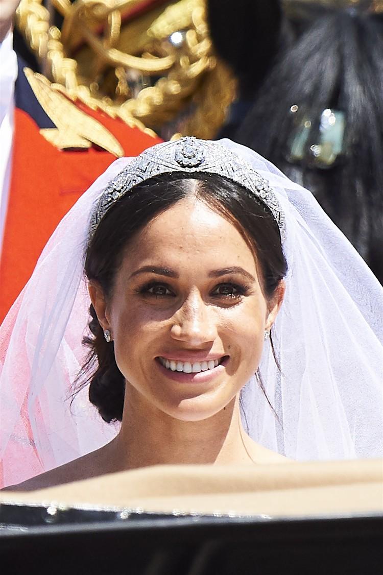 Меган придется вернуть не только роскошную бриллиантовую тиару, но даже собственное свадебное платье.