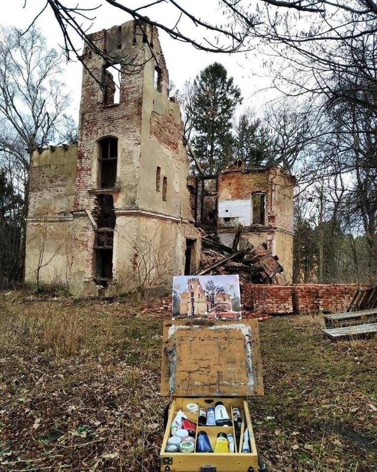 20 января светлогорский художник Михаил Королев обнаружил, что неизвестные начали разбирать виллу Зор. Обратите внимание на паллеты с кирпичами.