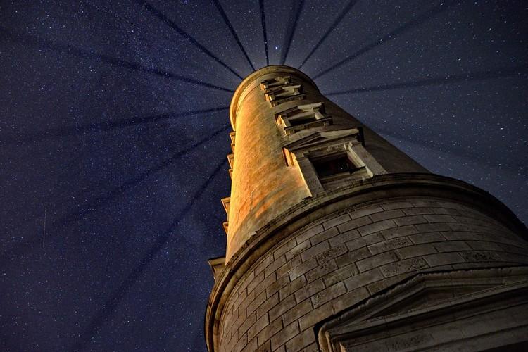 Первыми маяками на крымском побережье были костры на башнях