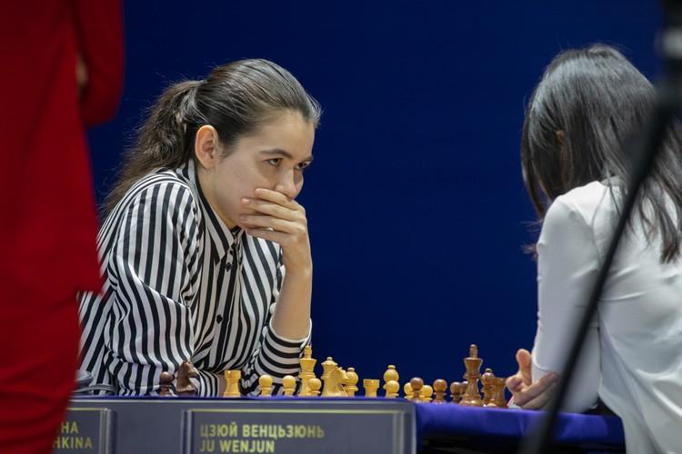 Эксперты сходились во мнении, что 21-летняя претендентка Александра Горячкина практически ничем не уступала двукратной чемпионке мира. Фото: Петлица Антон