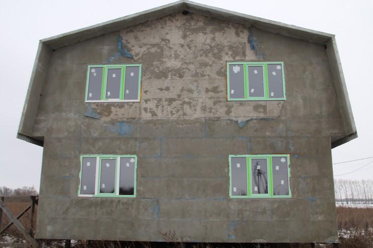 Одна из стен дома в Рождественской Хаве.