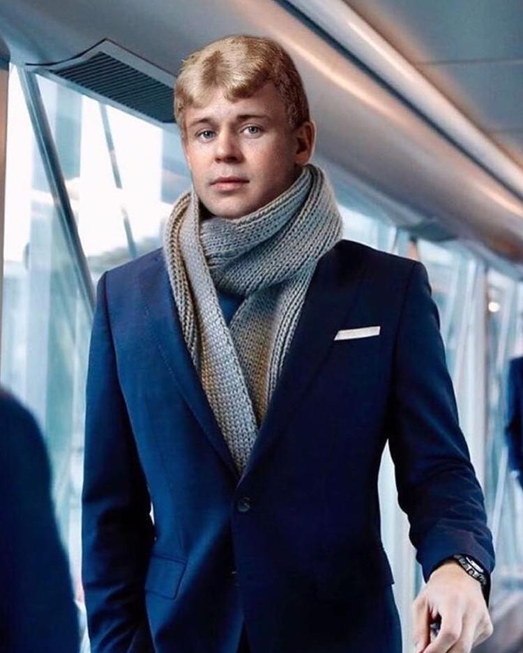 Сергей Есенин в аэропорту Рощино. Фото: yes__enin
